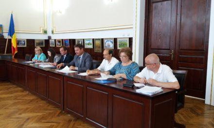 Pensionarii dorohoieni, față în față cu reprezentanții autorităților