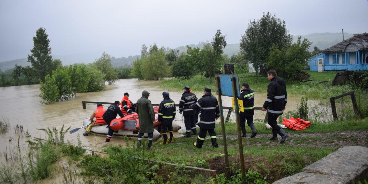 Prefectul şi şeful ISU, în judeţ pentru monitorizarea situaţiilor apărute în urma precipitaţiilor