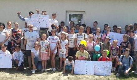 """Eu pot zâmbi! – Elevii Școlilor """"Mihail Kogălniceanu"""" Dorohoi și Nr.4 Baranca – Hudești au sărbătorit """"1 IUNIE"""" împreună"""