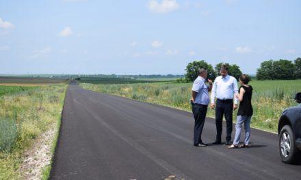 """""""Singurul drum naţional de pământ"""" a fost asfaltat"""