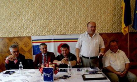 """Sâmbătă 4 august, ora 13.00, în sala de lectură a Bibliotecii Județene """"Mihai Eminescu"""" din Botoşani va avea loc o dublă lansare de carte."""