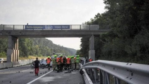 Accident cu români în Austria. Un bărbat a murit pe loc, soţia şi fiica lui sunt în comă