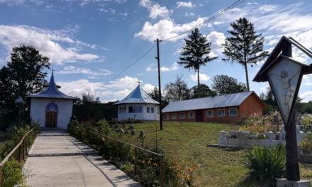 PS Calinic Botoșăneanul va sfinți Altarul de vară și Casa de prăznuire din Oroftiana de Jos