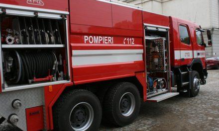 Incendiu stins cu 27 de pompieri