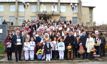 """Să păstrăm tradițiile lăsate din străbuni! La Mahala a avut loc Festivalul internațional """"Toamna aurie"""""""