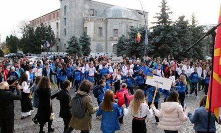 """Moment inedit la deschiderea C. Balcanic de cros. Atleți din 8 țări au dansat pe melodia """"Hai la Botoșani"""" FOTO&VIDEO"""