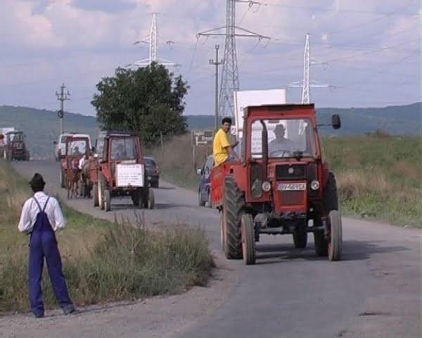 TRACTORUL POATE FI CONDUS PE DRUMURI PUBLICE FĂRĂ PERMIS!