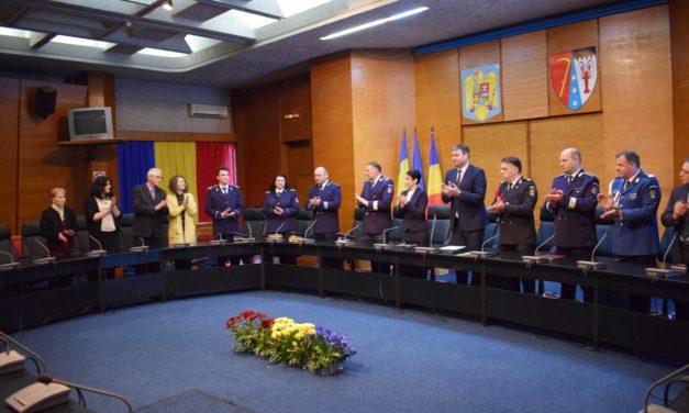 Ceremonial de avansare în grad pentru poliţişti de la Paşapoarte şi Permise  &Foto
