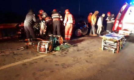 Accident cumplit la Dealu Mare: Un tânăr a rămas încarcerat! – FOTO & Video