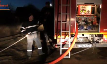 Grajd distrus de flăcări în satul Alba Hudeşti
