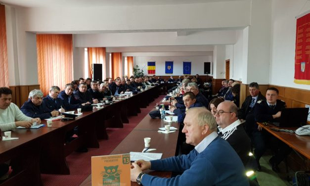 Șefii Serviciilor Voluntare pentru Situații de Urgență   instruiți de pompierii militari