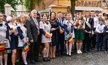 A sunat ultimul clopoțel pentru elevii din Cernăuți
