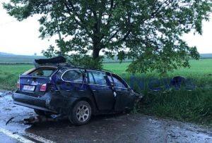 Accident pe un drum național din Botoșani! Un bărbat rănit grav după ce a intrat cu BMW-ul într-un copac