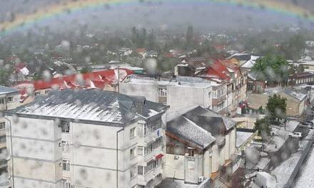 Străzile s-au albit ca în plină iarnă in orasul Dorohoi ***Video ***