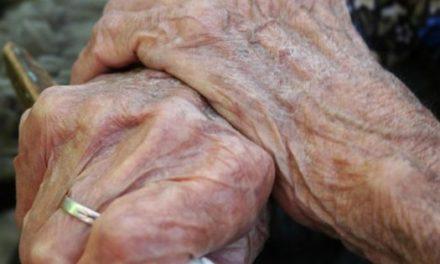 O femeie în vârstă de 85 de ani  din  Bajura bătută cu bestialitate de  un hoț