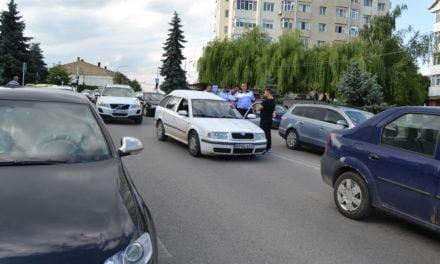 Un șofer băut a fost urmărit de poliție în Dorohoi. A oprit doar după ce a fost blocat de mașina poliției Foto &Video