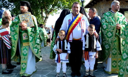 """Slujbă arhierească la Schitul """"Sfântul Ioan Iacob de la Neamț"""" – Crăiniceni  Video"""