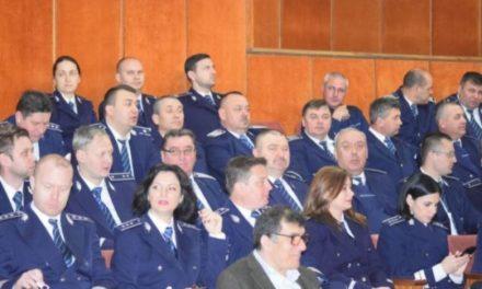 9 agenţi de poliţie şi 9 ofiţeri din Botosani au fost înaintaţi în gradul profesional următor, înaintea îndeplinirii stagiului minim.