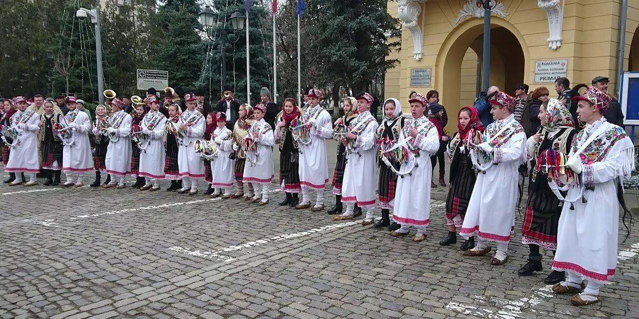 """Botoșănenii sunt invitați la Festivalul de datini şi obiceiuri de iarnă """"Din străbuni, din oameni buni…"""", ediţia a XLV-a."""