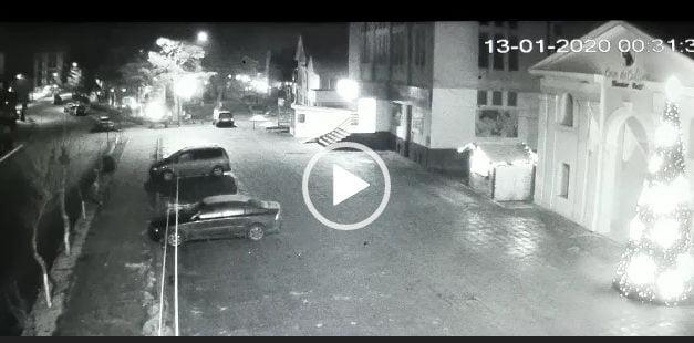 Accident cumplit in Darabani in noaptea de Duminică spre Luni in parcarea din fata casei de Cultura surprins de o camera de supraveghere.