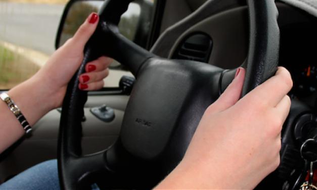 Tânără de 19 ani din Havârna depistată fară permis auto