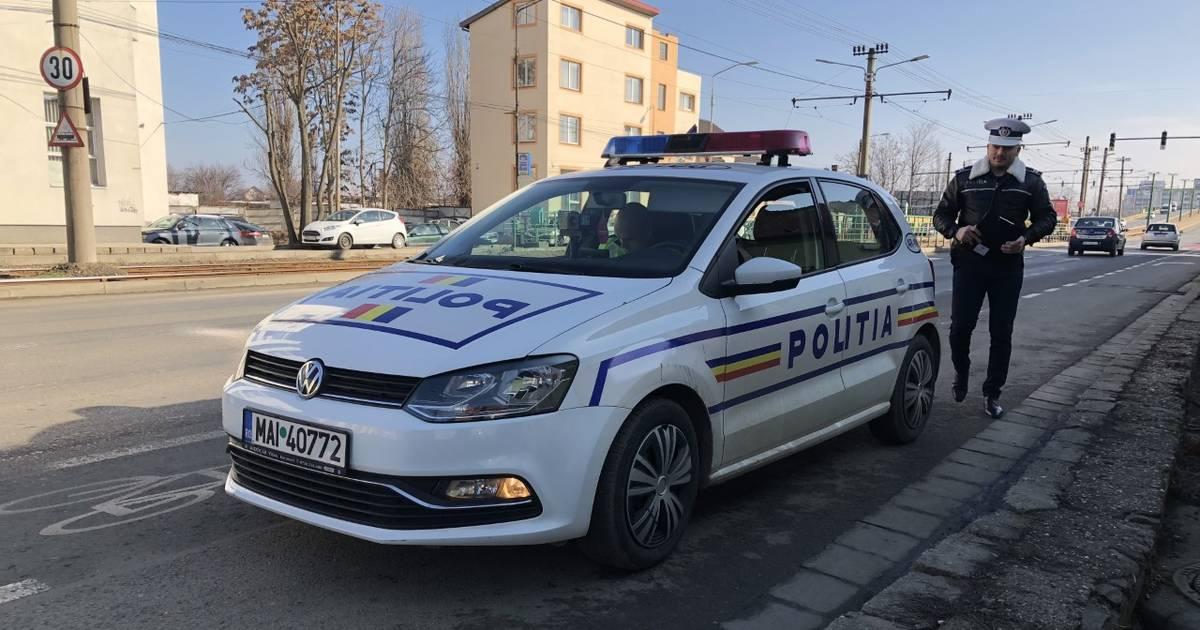 Ordin-dat-de-ministrul-de-interne-in-weekend-la-ora-17-si-21-din-masinile-de-politie-se-va-auzi-desteapta-te-romane-video