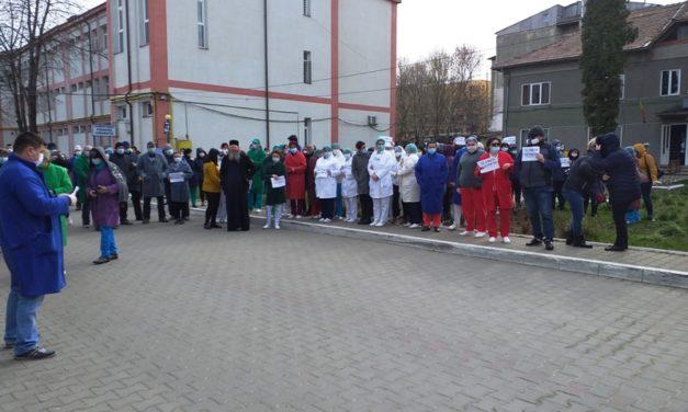 Protest spontan la Spitalul Dorohoi. Managerul Bogdan Anton a dat explicaţii – VIDEO