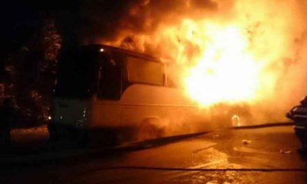 Autocar distrus într-un incendiu