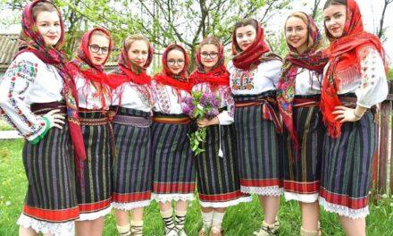 """Câștigătorii Festivalului """"Dulce-i graiul românesc"""". Surprize cu fete din Botoșani"""