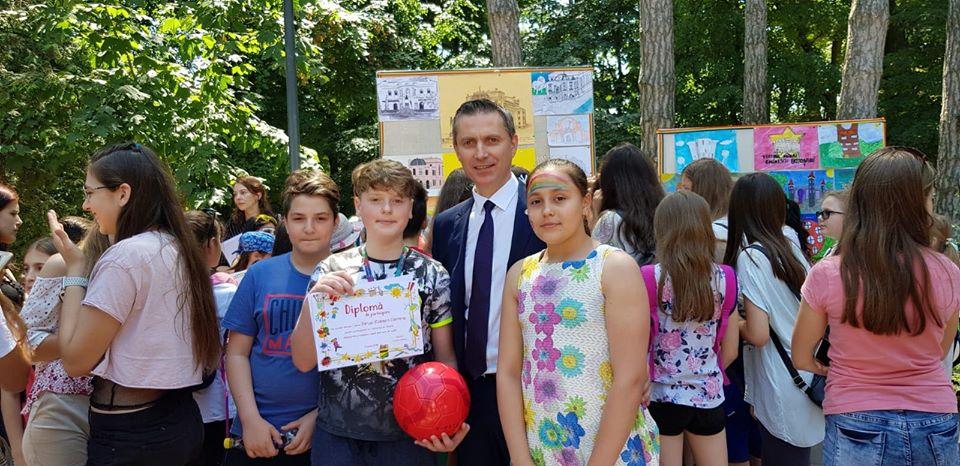 Costel LUPAȘCU: ,,Ziua Copilului este ziua viitorului! La mulţi ani sănătoşi şi fericiţi tuturor copiilor şi părinţilor acestora!''