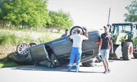 Autoturism răsturnat la o curbă in Lișna  Foto & Video