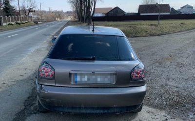 Audi cu documente false, depistat la frontieră