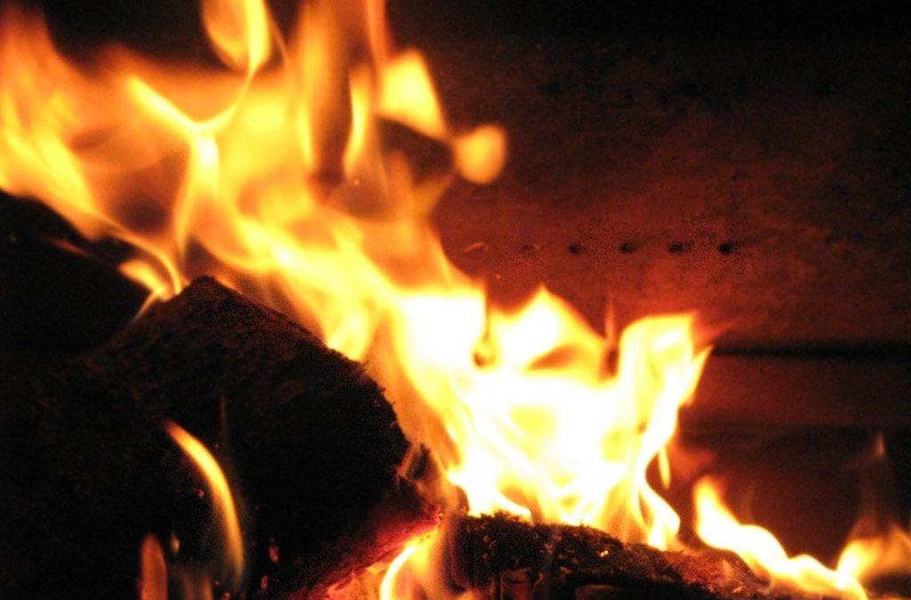 Patronul unei firme de instalații electrice din Darabani s-a stropit cu benzina apoi și-a dat foc